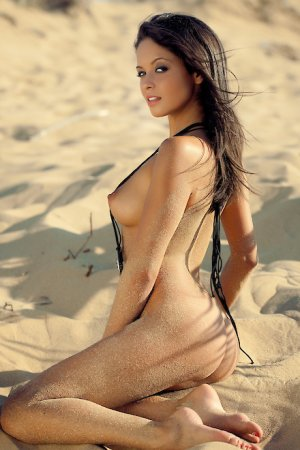 Meguy escort girl in Gladstone